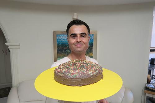 طرز تهیه کیک تولد خانگی با روکش شکلاتی در برنامه فودآکادمی آشپزی با ایمان