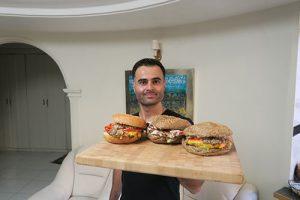 تهیه همبرگر مرغ خانگی معروف به چیکن برگر در برنامه فودآکادمی آشپزی با ایمان