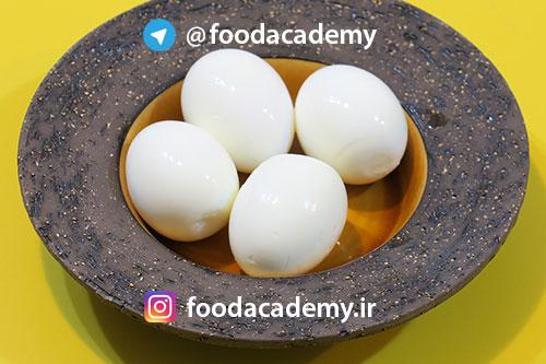 طرز تهیه تخم مرغ آبپز عسلی/سفت چگونه است؟ در آوردن پوست تخم مرغ به راحتی